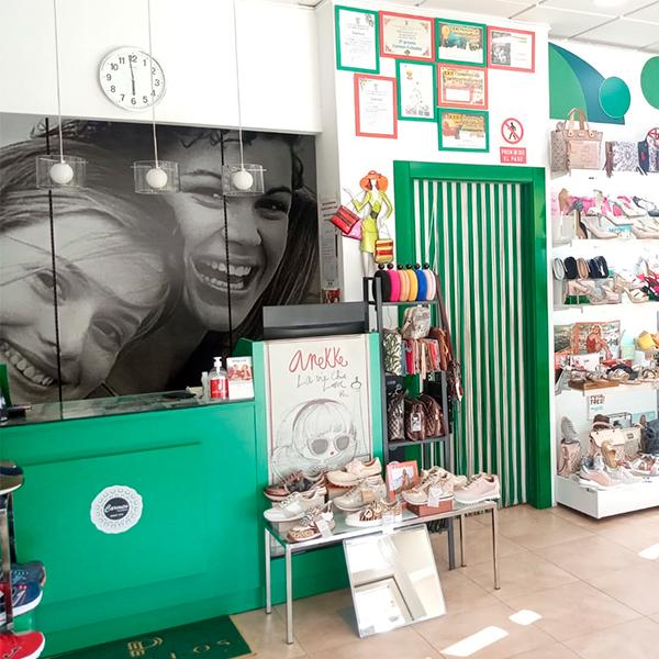 Interior zapatería en Alhama, Carmen Calzados