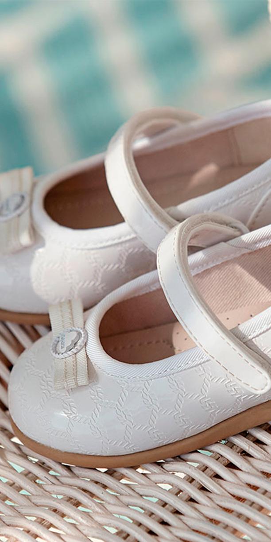Calzado de niña en Alhama por Carmen Calazados